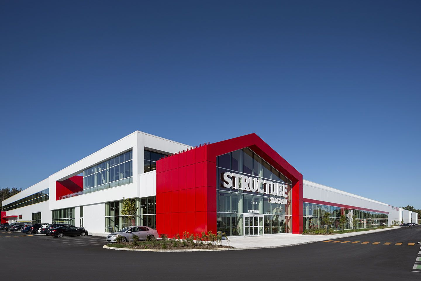 Structube, distribution center